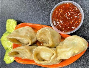 Momos (5 Pcs.) with Shezwan Sauce